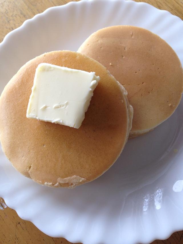 パンケーキの出来上がり、バターをたっぷりつけてお召し上がり下さい。