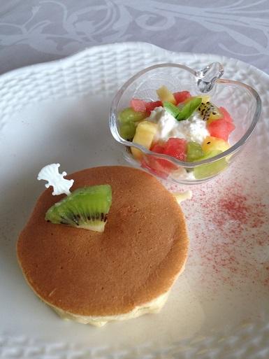 京都江部粉パンミックスで、ふわふわパンケーキのジュエリーソース添え