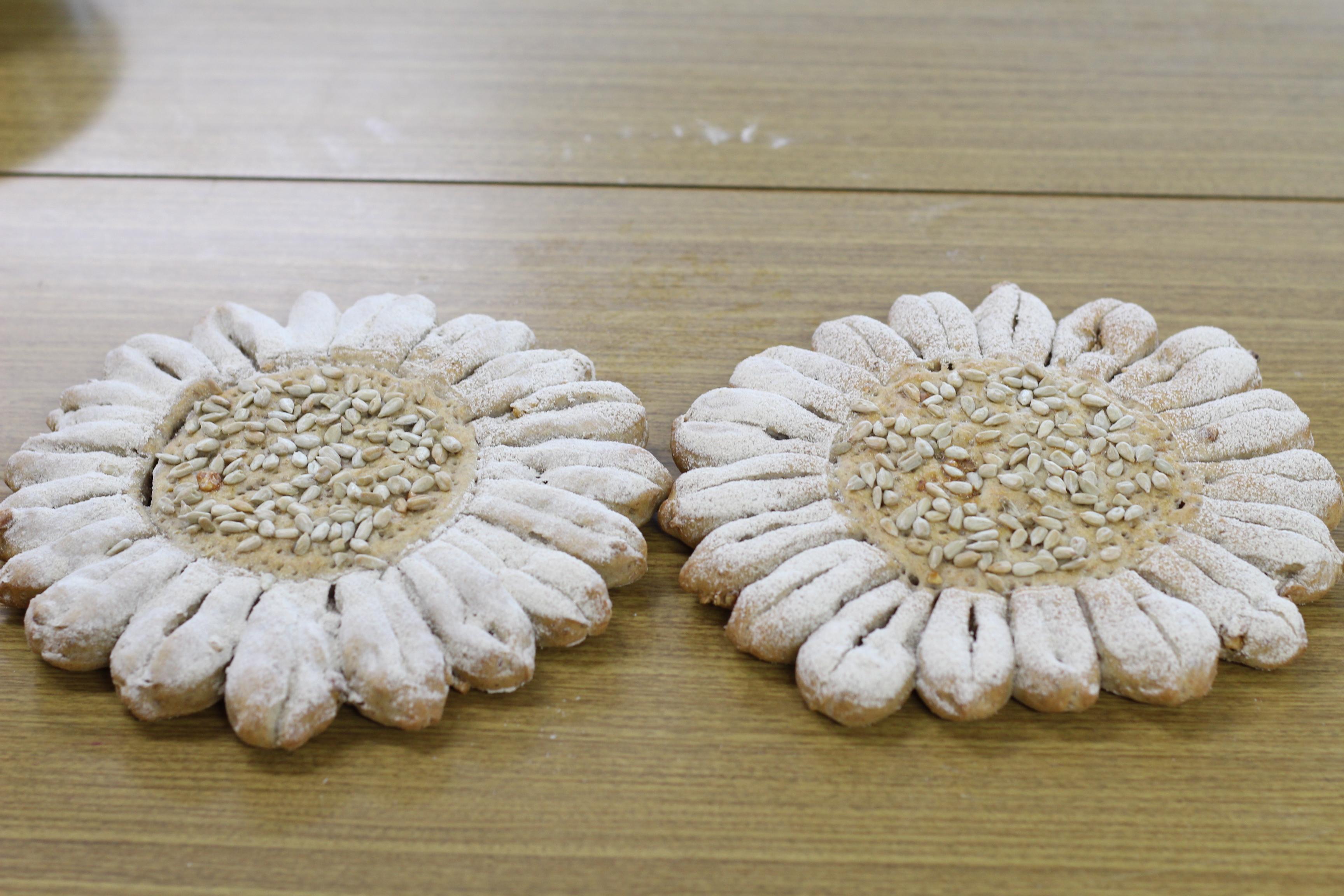 会館でのレッスン、サワー種のソレイユです。ソレイユは、フランス語で太陽の意味です。夏の花、ヒマワリのイメージで仕上がました。
