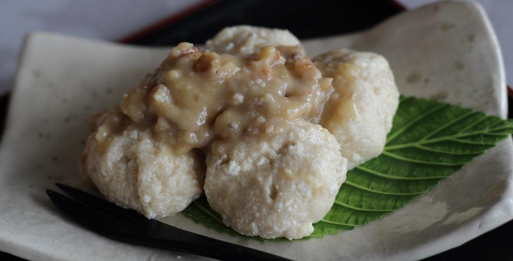 京都江部粉・麺ミックを使って、クルミみそタレ団子を作ってみました。