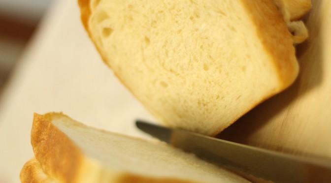 休日のブランチは、自家製酵母パンでホッとサンド。