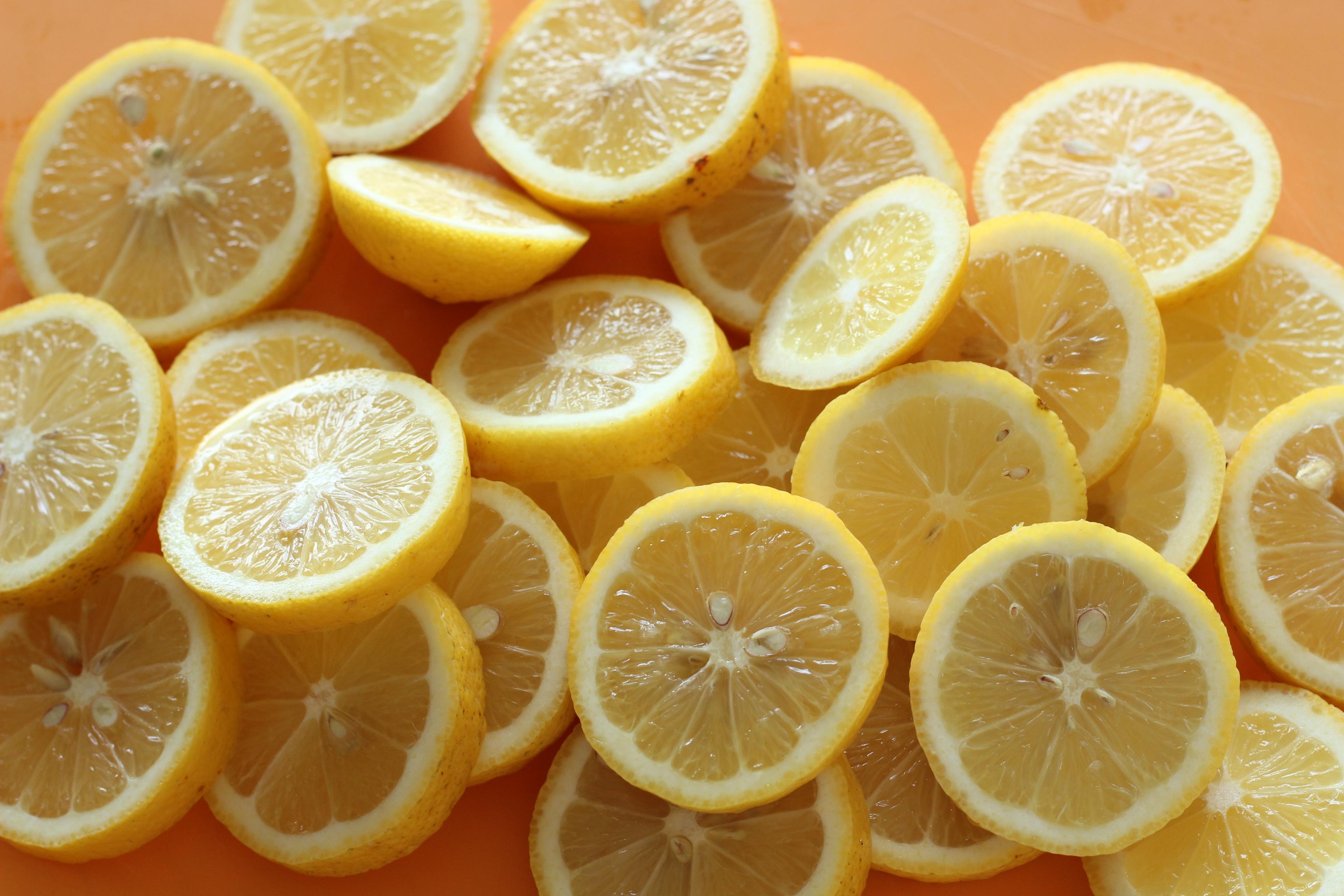 阿倍野区西田辺、a-ta-sante糖質制限パン料理教室。京都江部粉糖質制限パンベーシックコースにお越しの生徒さんに頂いた無農薬レモンで、塩レモン作り。