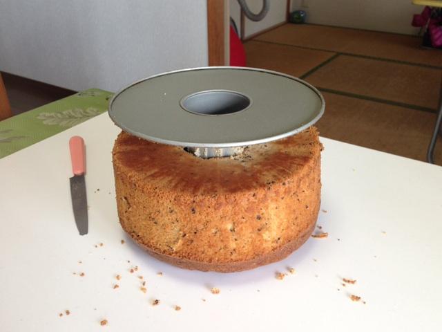 阿倍野区西田辺a-ta-sante糖質制限パン料理教室。京都江部粉シフォンケーキの型から外し方。京都江部粉と牛久制限パンベーシックコースの体験会。