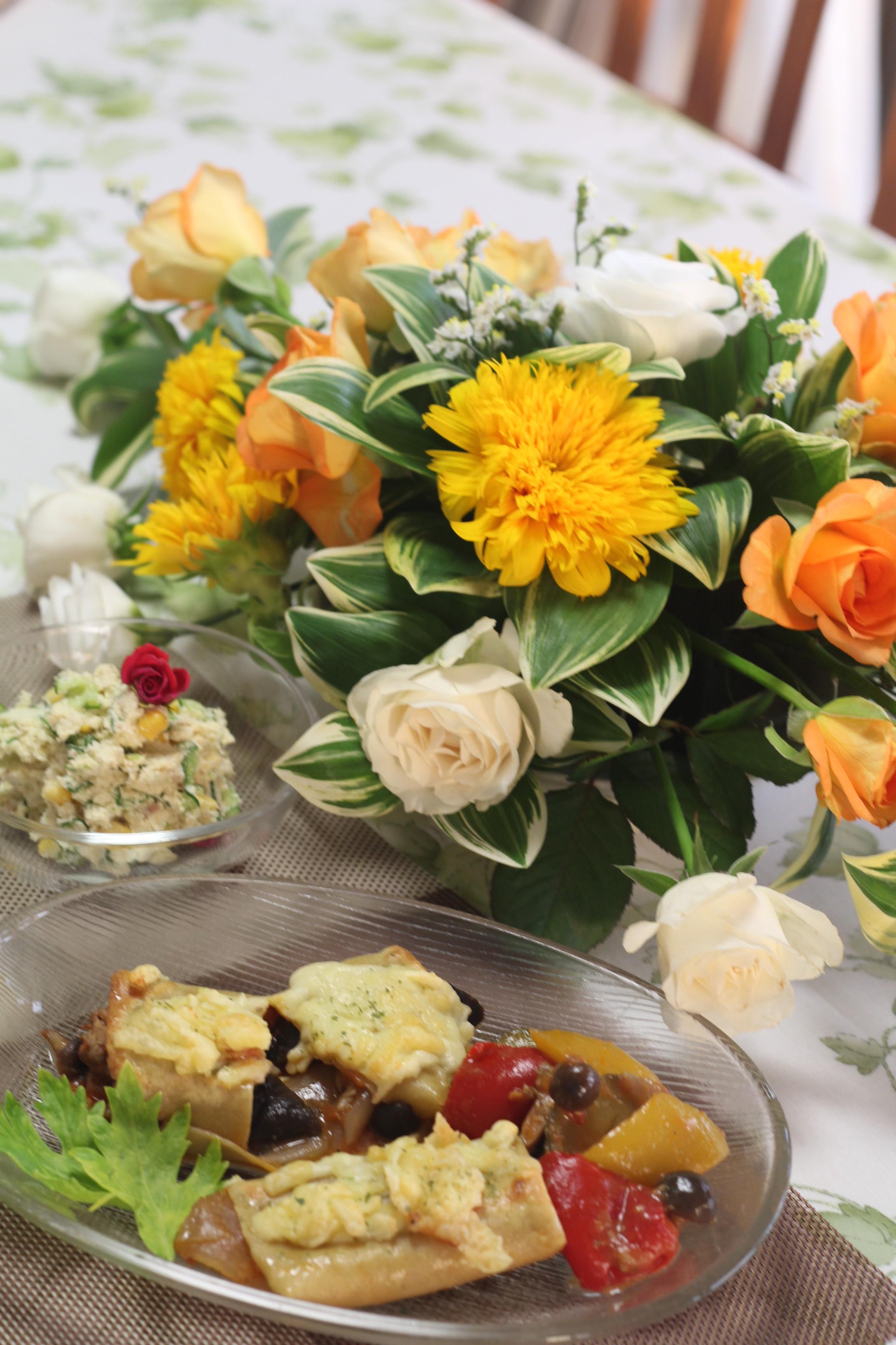 京都江部粉麺ミックスで、カネロニとビタミンカラーのお花を楽しむ。a-ta-sante糖質制限パン料理教室。阿倍野区西田辺。