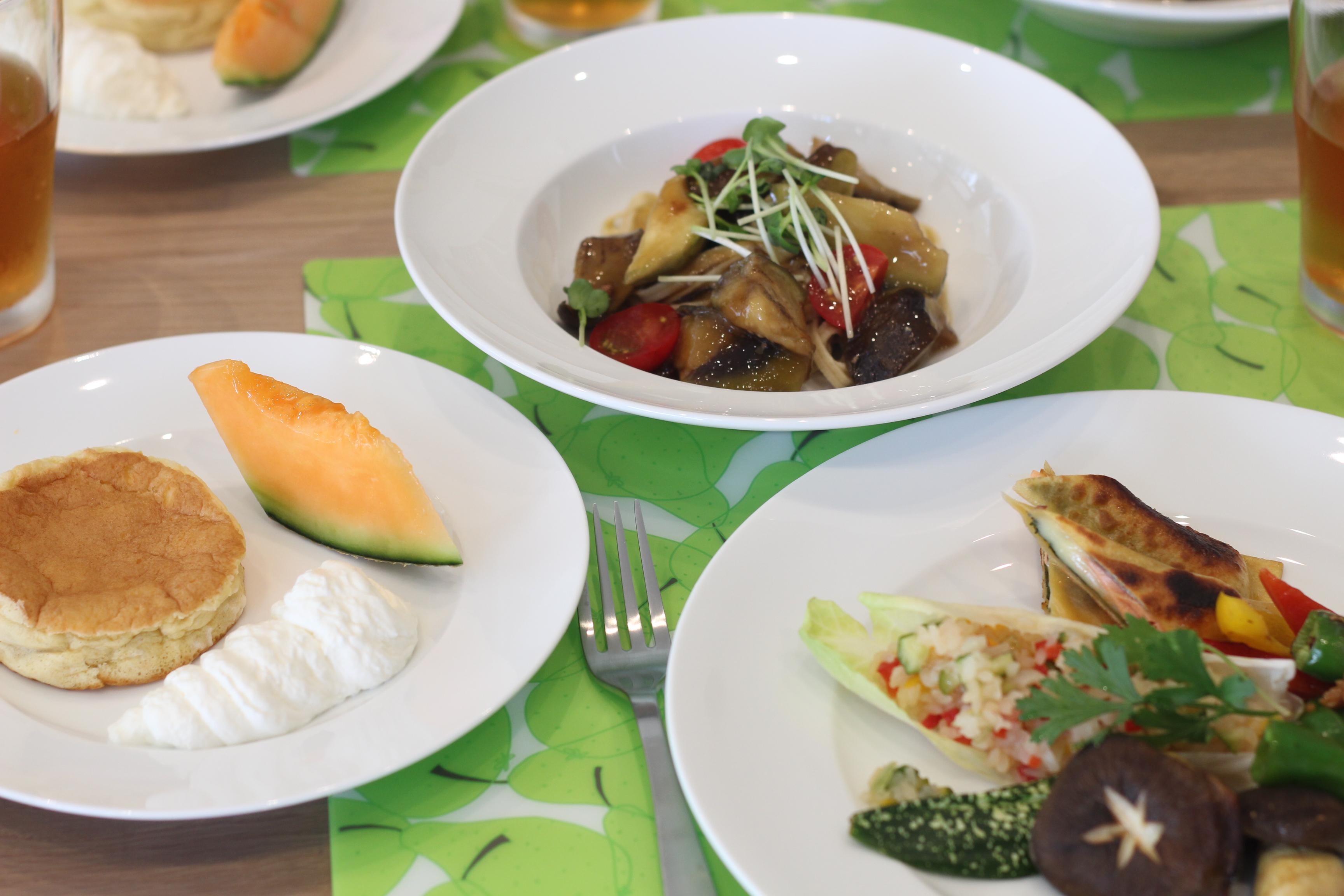 京都江部粉麺ミックスを使って、水ナスの花山椒風味の冷製パスタ&もっちり春巻きレッスン。a-ta-sante糖質制限パン料理教室。阿倍野区西田辺。
