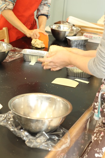 a-ta-sante糖質制限パン料理教室、阿倍野区西田辺。京都江部粉ベーシックコースⅤ期生1回目ナッツブレッド&ロールパン。