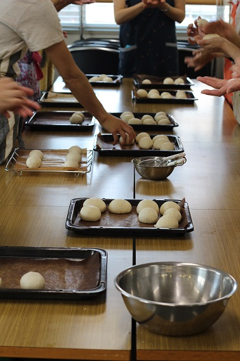 a-ta-sante糖質制限パン料理教室。会館でのレッスン『白パン&餡クリーム』