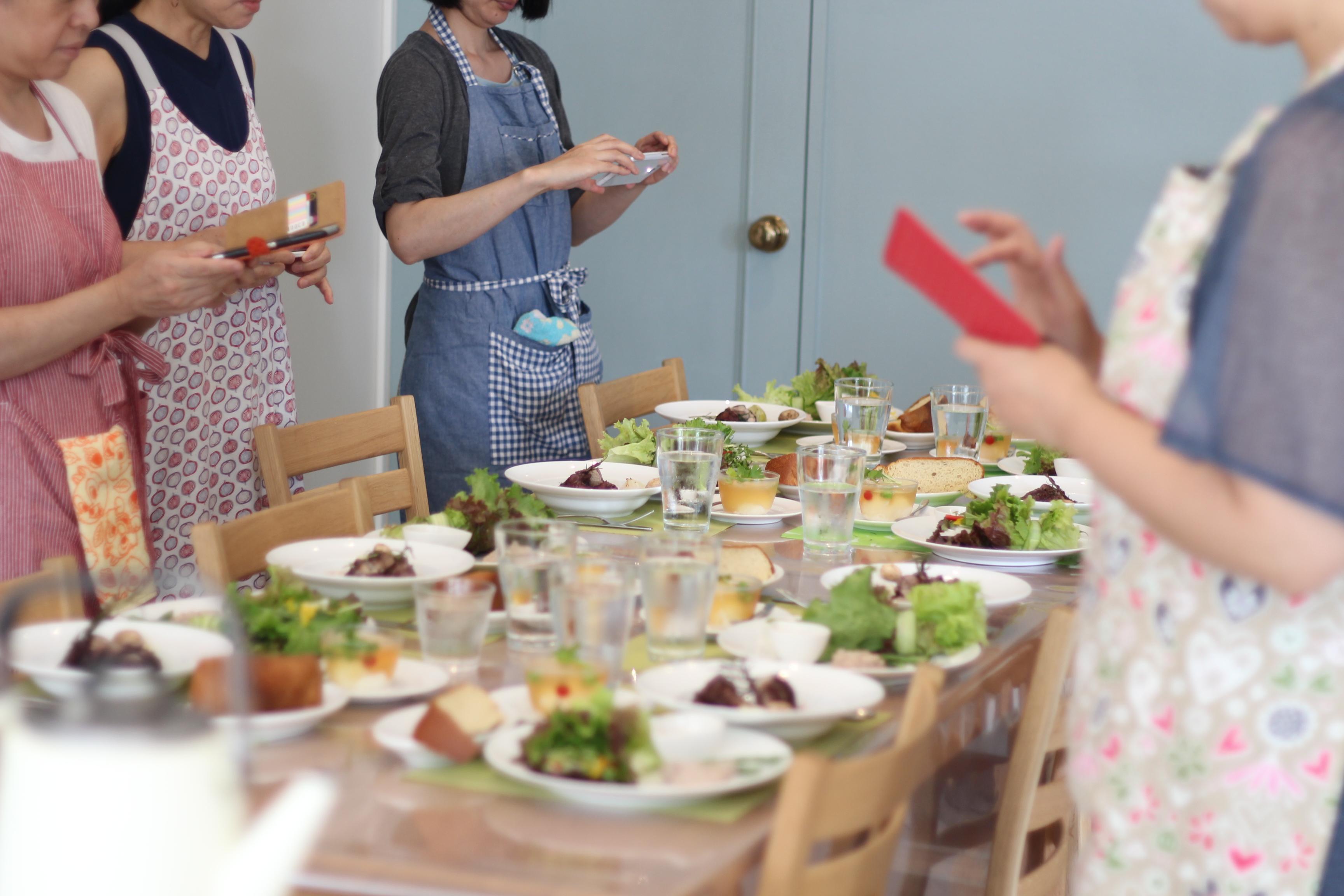 a-ta-sante糖質制限パン料理教室。大阪市阿倍野区。おしゃれで楽しい低糖質料理教室7月初日。テーマは、フランス料理。