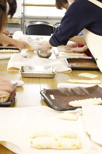 糖質制限パン・料理教室a-ta-sante 阿倍野区西田辺。会館でのレッスン『とうもろこしブレッド』