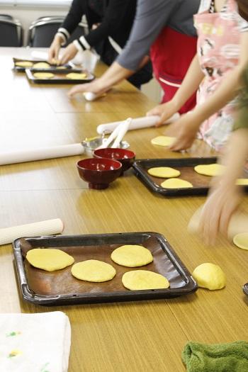 糖質制限パン・料理教室a-ta-sante 阿倍野区西田辺。会館でのレッスン『カレーフォカッチャ』