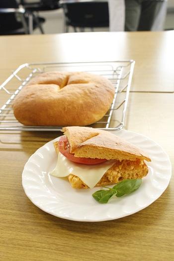 a-ta-sante糖質制限パン料理教室。西田辺。会館でのレッスン『完熟トマトのフォカッチャ』糖質オフ食育アドバイザー、利野郁枝