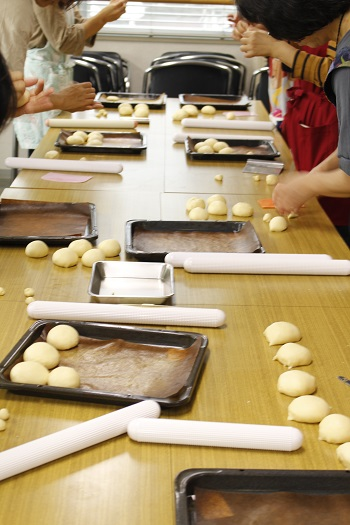 a-ta-sante糖質制限パン料理教室。西田辺。会館でのレッスン『にゃんこの手』糖質オフ食育アドバイザー、利野郁枝