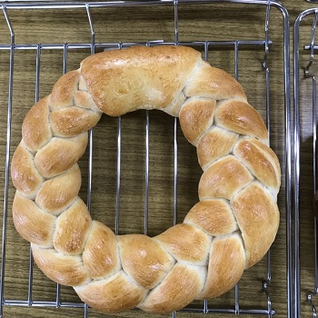 a-ta-sante糖質制限パン料理教室。西田辺。会館でのレッスン『リースパン』糖質オフ食育アドバイザー、利野郁枝