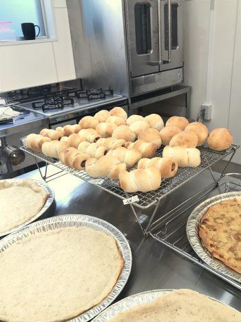 a-ta-sante糖質制限パン料理教室。西田辺。小麦粉パンのレッスン『ブレッチェン&ピザ』糖質オフ食育アドバイザー、利野郁枝、阿倍野区桃ヶ池町。パン初級クラス。