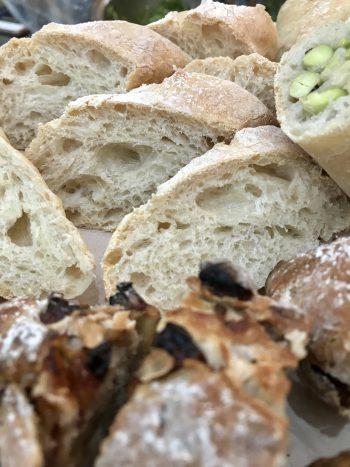 a-ta-sante糖質制限パン料理教室。阿倍野区。桃ヶ池町。a-ta-sant'e.京都江部粉。小麦粉パン上級者コース。スペルト小麦粉。ノア・レザングリーン豆とチーズのコッペパン。セミフランスパン。利野郁枝。