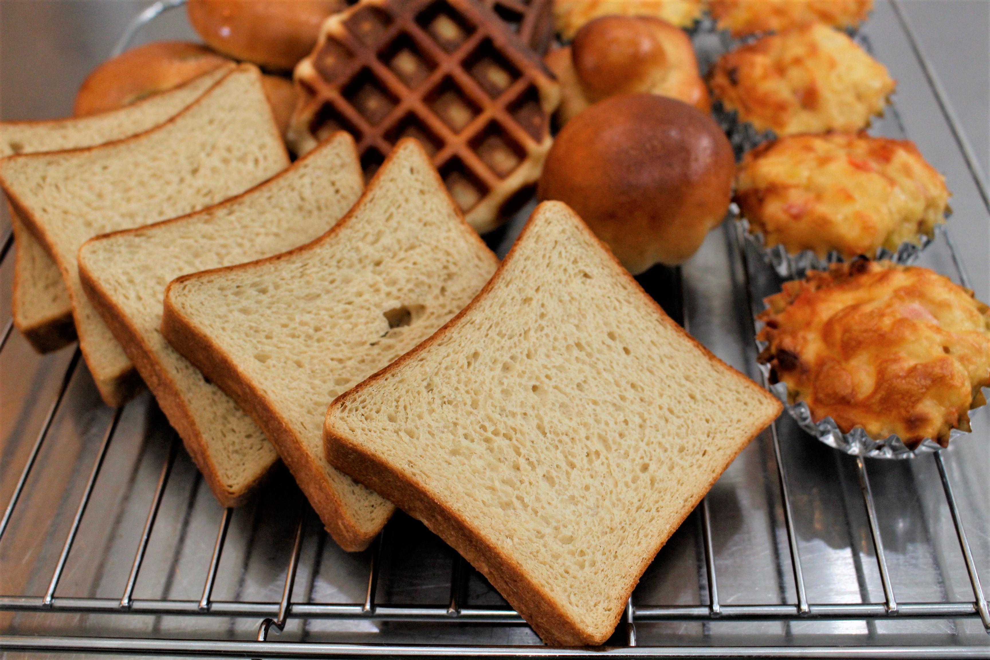 a-ta-sante糖質制限パン料理教室。阿倍野区。桃ヶ池町。a-ta-sant'e.京都江部粉糖質オフパン。コンプリートコースパート1。低糖質ロールパン。「糖質オフパンがここまで美味しくつくれる秘密!」低糖食コーディネーター。利野郁枝。a-ta-sante糖質制限パン料理教室。阿倍野区。桃ヶ池町。a-ta-sant'e.京都江部粉糖質オフパン。2020.8.29。コンプリートコース最終回。低糖質ロールパン。低糖食コーディネーター。利野郁枝。